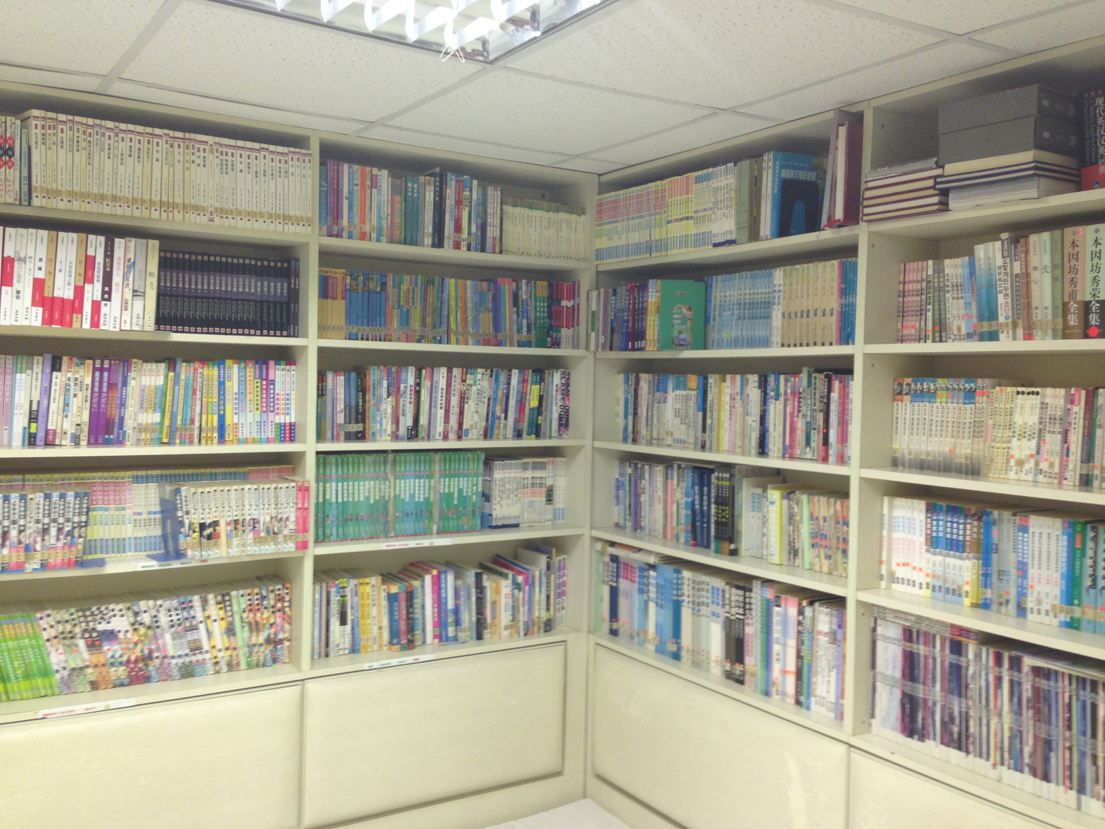 Isn't this massive? All Chinese books though! If only we had this many English go books....